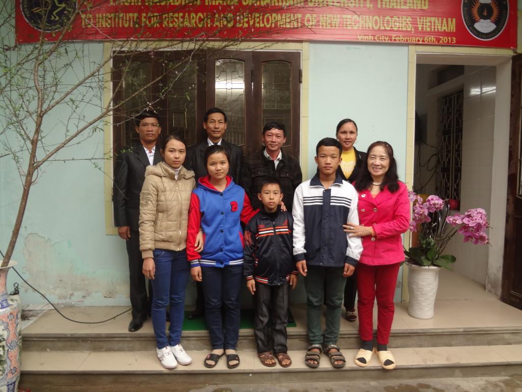Cùng các em học sinh lớp 12 muốn đi học ở ĐH Y Magway, Myanma.